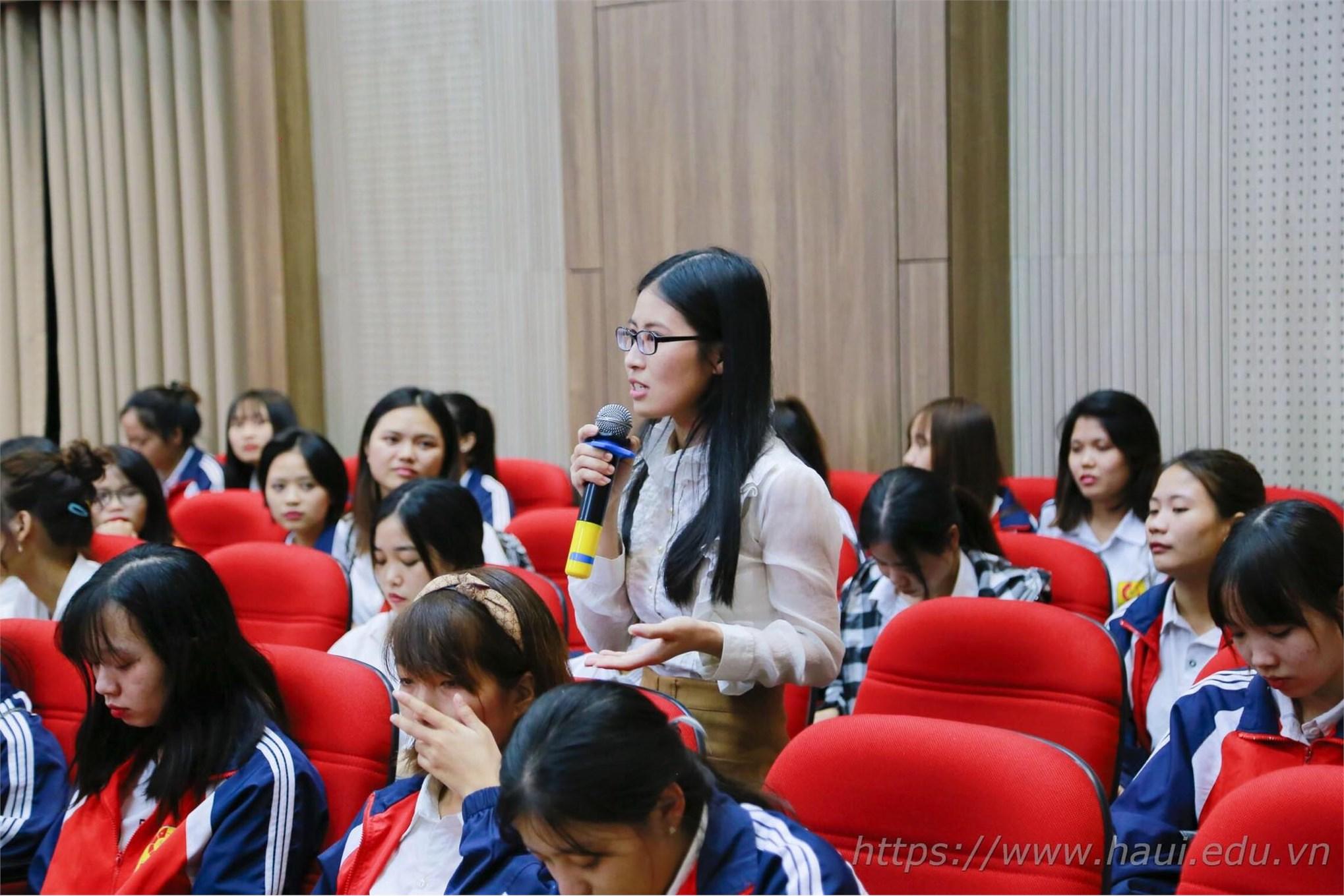 Tọa đàm Sinh viên với doanh nghiệp dệt, may và thời trang