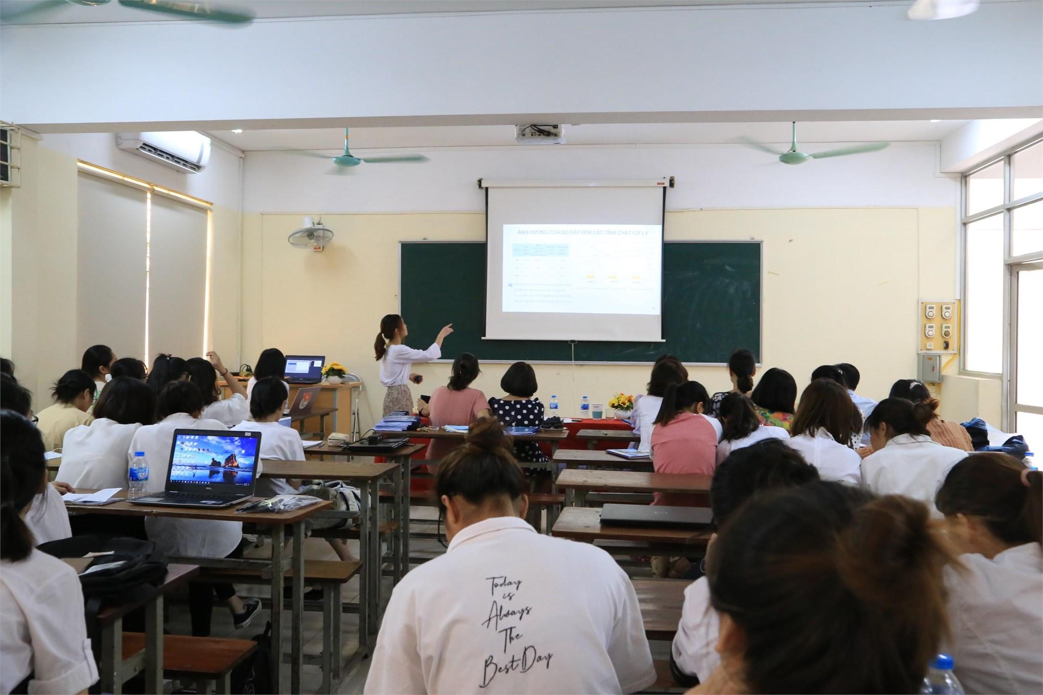 Nghiệm thu kết quả đề tài NCKH năm 2020 của sinh viên khoa Công nghệ may - TKTT