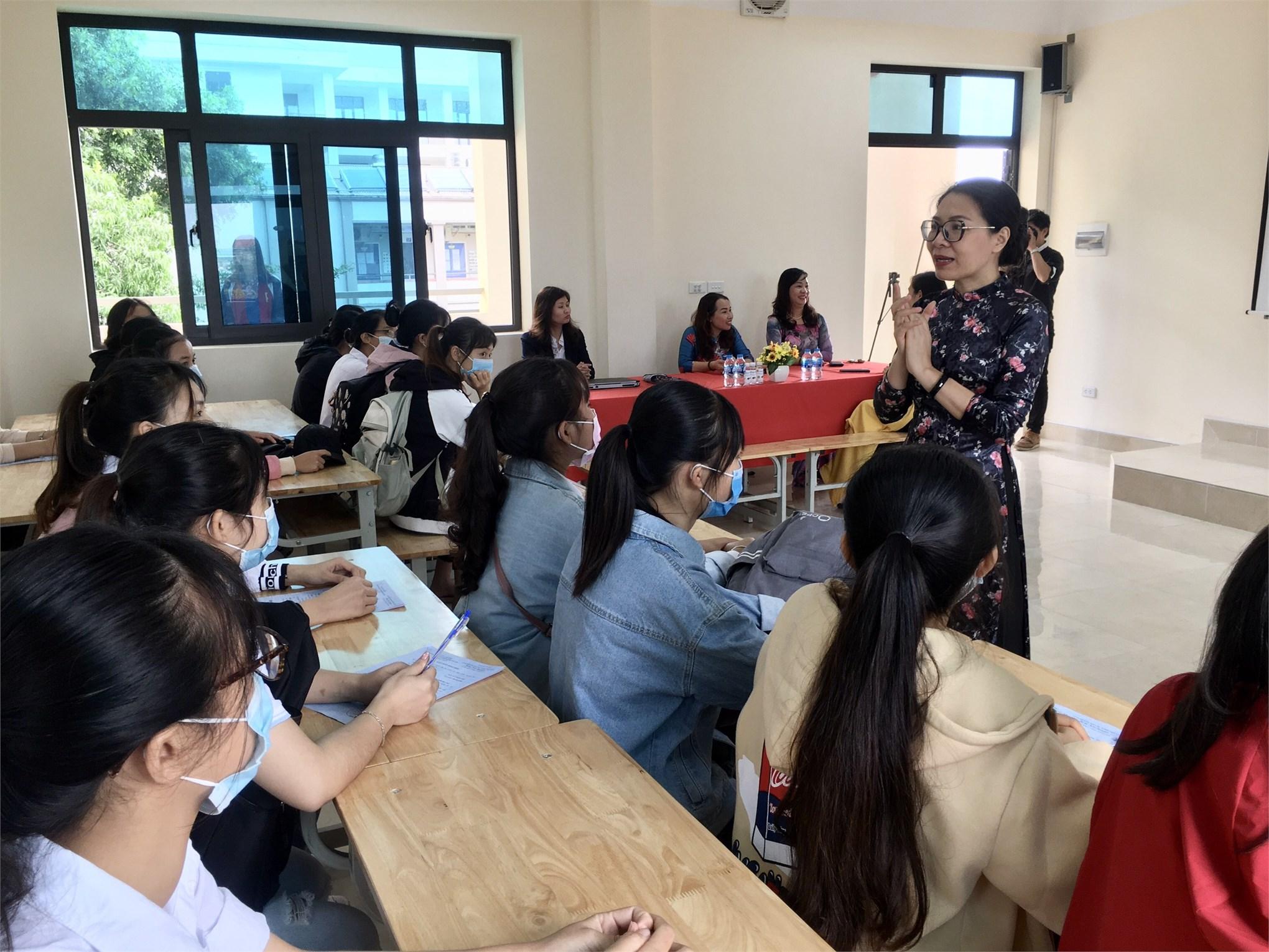 Khoa Công nghệ May- TKTT tưng bừng đón tiếp và làm thủ thục nhập học cho tân sinh viên đại học khóa 15