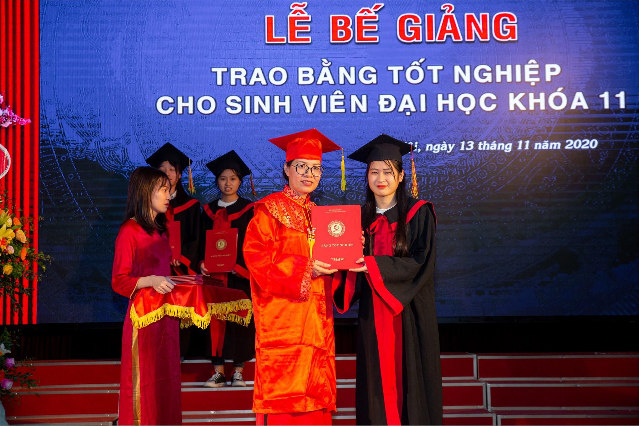 Lễ bế giảng và trao bằng tốt nghiệp hệ đại học chính quy khóa 11